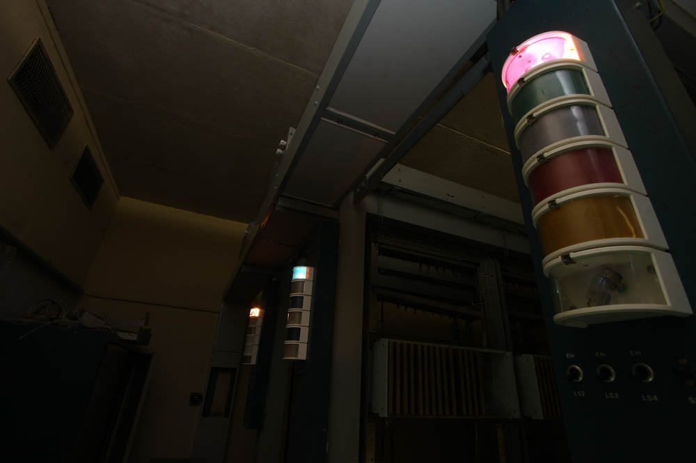 All of a sudden during the tour one alarm went off, liting up the upper row of lamps.