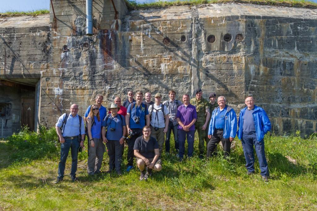 Group-photo in front of 3.gun Trondenes battery. (c) Chris Howells