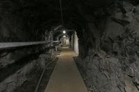 Tunneln sett tillbaka mot stötvågsdörren.